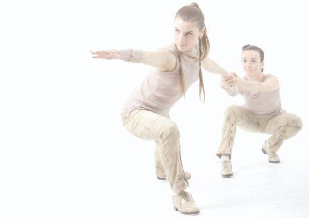 Dueto con Laia Molins en el espectáculo EPIC de Tapeplas. Foto de Ismael Tato Fotografía https://ismaeltato.wixsite.com/ismaeltato/scene