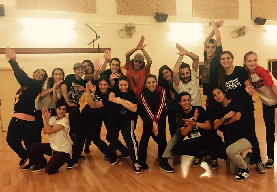 Classe hip hop juvenil con Berta y Clara Pons en la Escuela de Danza Varium