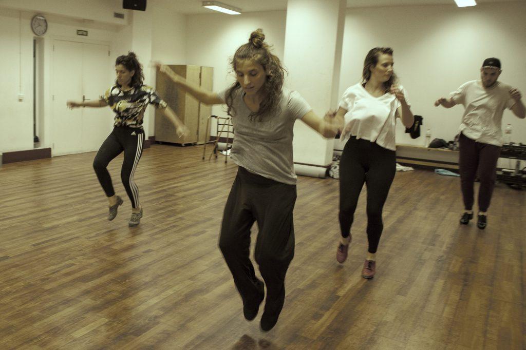 Anna Llombart y bailarines - Woodbeats